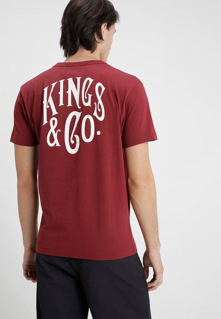 Kings Of Indigo - DARIUS - T-shirt print - cordovan