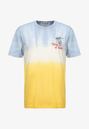 DARIUS - T-shirt z nadrukiem - blue bell/lemon tie dye