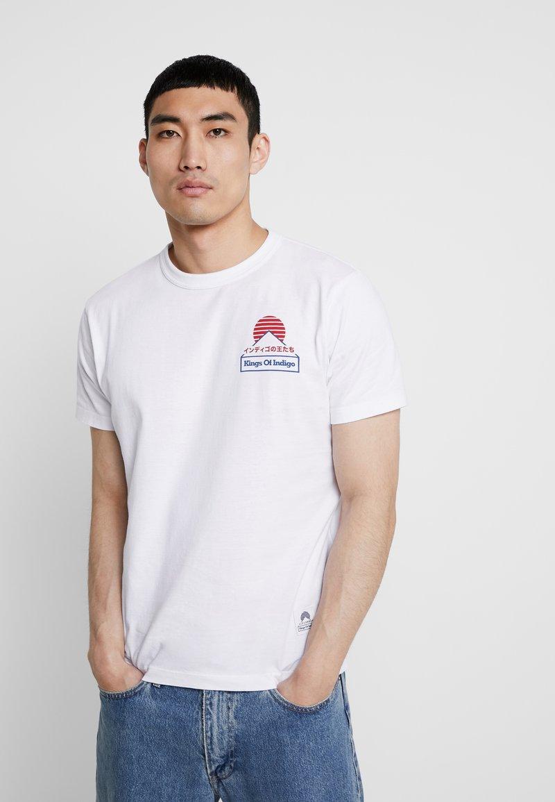 Kings Of Indigo - DARIUS - T-shirt z nadrukiem - white