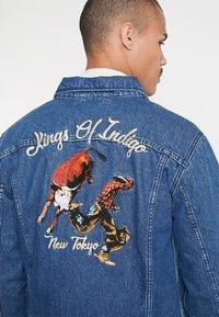 Kings Of Indigo - TILL - Kurtka jeansowa - mid marble bull - 3