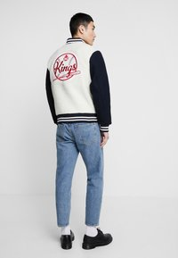 Kings Of Indigo - KAIKA - Kurtka Bomber - navy off white - 2