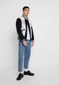Kings Of Indigo - KAIKA - Kurtka Bomber - navy off white - 1
