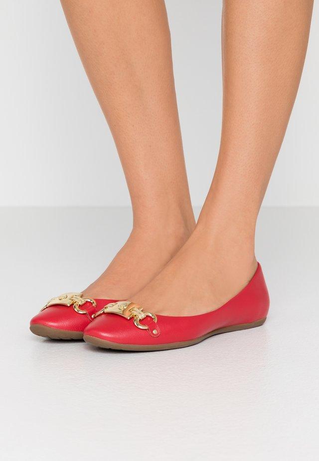 PHOEBE - Ballerinat - red