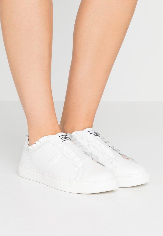 LANCE - Nazouvací boty - white