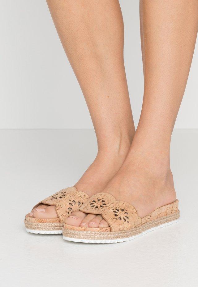 ZANE - Pantofle - natural