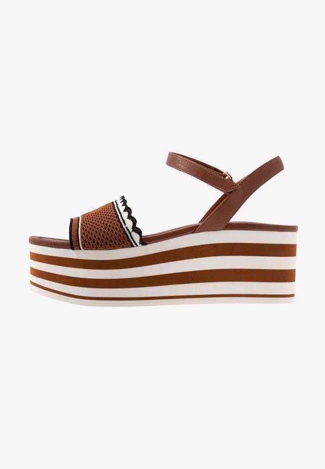 RIVIERA - Sandály na platformě - brown
