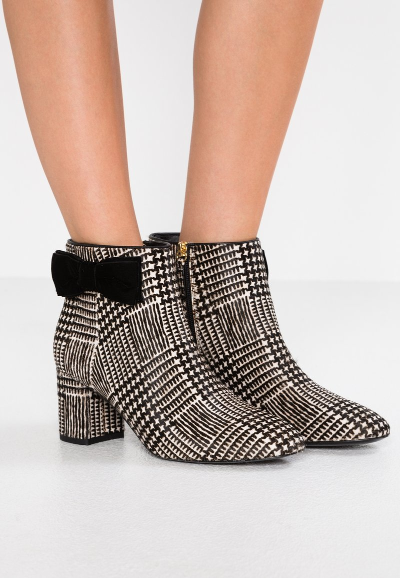 kate spade new york - HOLLY - Ankle boots - black/white