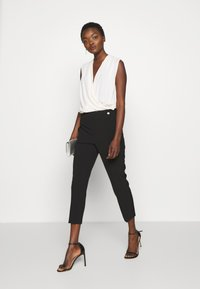 kate spade new york - SCALLOP POCKET PANT - Pantaloni - black - 1