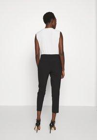 kate spade new york - SCALLOP POCKET PANT - Pantaloni - black - 2
