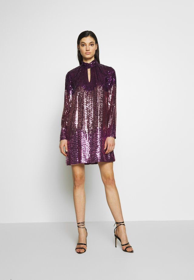 OMBRE SEQUIN DRESS - Koktejlové šaty/ šaty na párty - plum tree