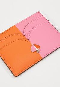 kate spade new york - NICOLA BICOLOR CARD HOLDER - Visitenkartenetui - juicy orange/hibiscus tea - 2