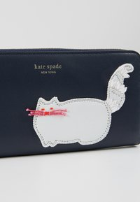 kate spade new york - BEADED CAT SLIM CONTINENTAL WALLET - Portemonnee - blazer blue - 2