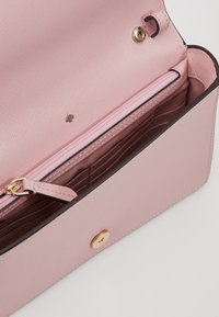 kate spade new york - REECE CHAIN WALLET - Peněženka - tutu pink - 5