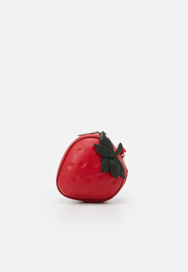 PICNIC STRAWBERRY COIN PURSE - Lommebok - red