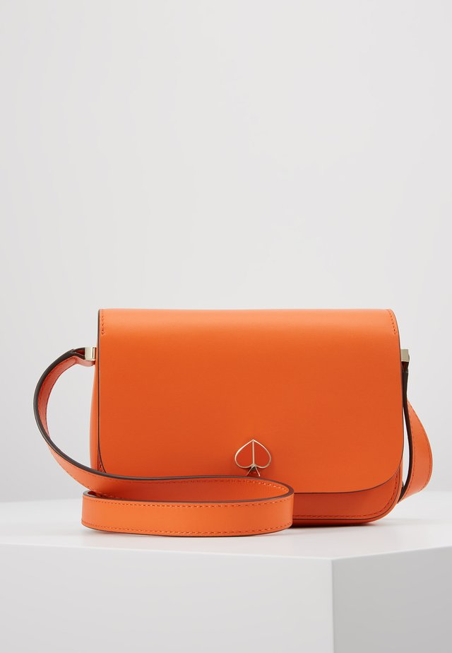 NICOLA SMALL FLAP SHOULDER - Taška s příčným popruhem - juicy orange