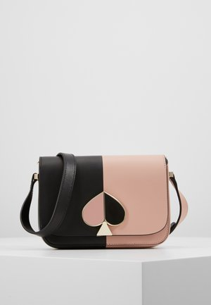 NICOLA BICOLOR SMALL FLAP SHOULDER - Taška spříčným popruhem - black/flapper pink