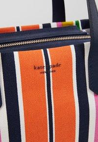 kate spade new york - KITT MEDIUM SATCHEL - Handtasche - parisian navy/ multi - 6