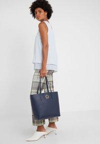 kate spade new york - SUZY LARGE TOTE - Shopping Bag - blazer blue - 1