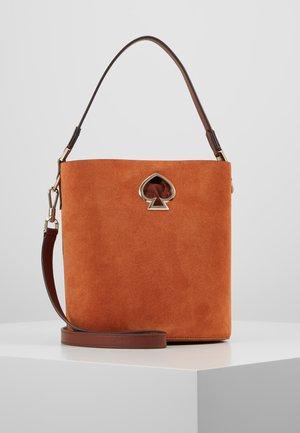 SUZY SMALL BUCKET - Handtasche - amber