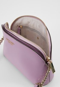 kate spade new york - SMALL DOME CROSSBODY - Skuldertasker - orchid - 4