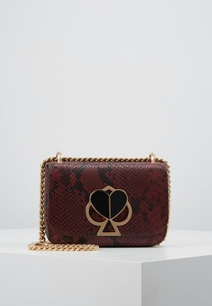 SMALL CHAIN SHOULDER BAG - Olkalaukku - cherrywood