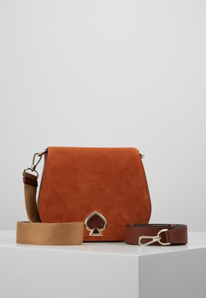 LARGE SADDLE BAG - Umhängetasche - amber