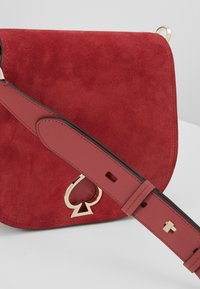 kate spade new york - LARGE SADDLE BAG - Torba na ramię - rosewood - 7