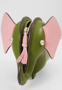kate spade new york - ELEPHANT CROSSBODY - Umhängetasche - green - 3