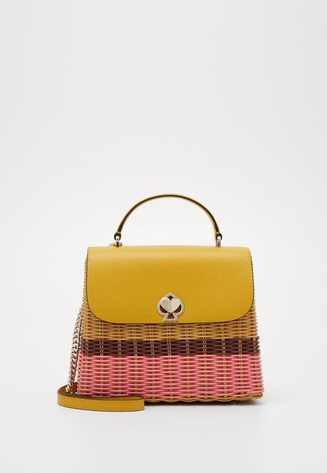 ROMY WICKER MEDIUM TOP HANDLE - Handbag - golden curry