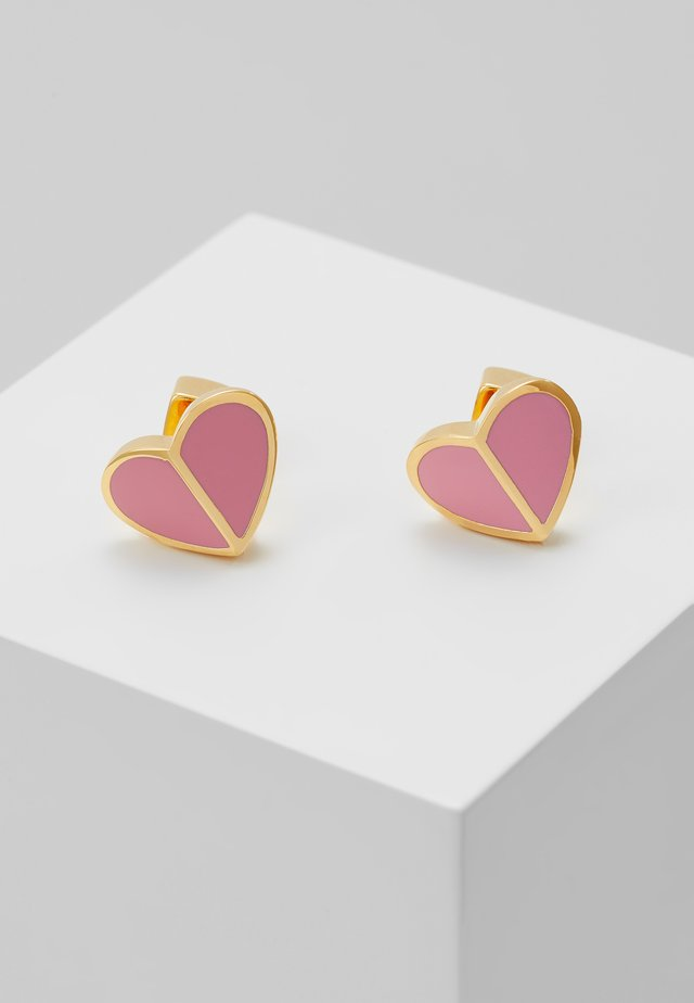 HERITAGE SPADE SMALL HEART STUDS - Ohrringe - rococo pink