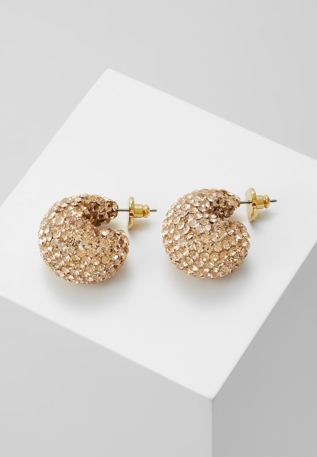 CLAY PAVE HUGGIES - Kolczyki - gold-coloured