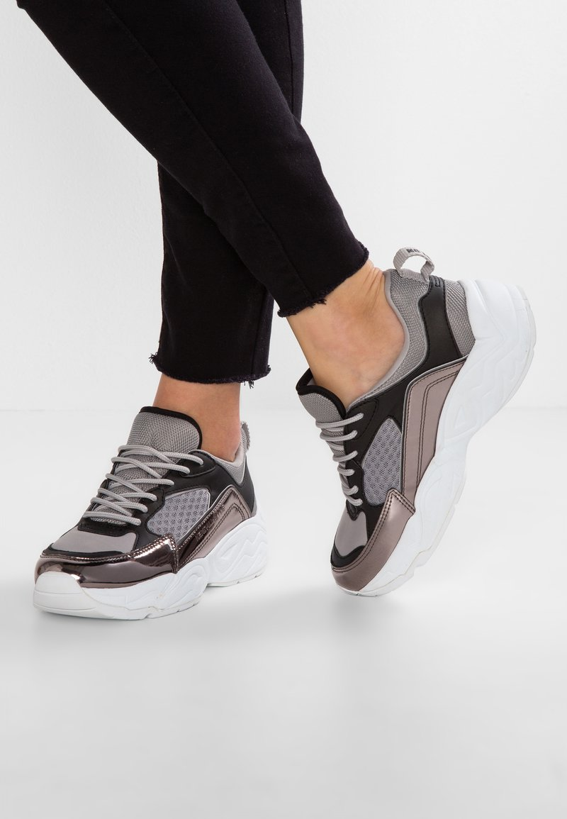 KENDALL + KYLIE - FOCUS - Baskets basses - grey
