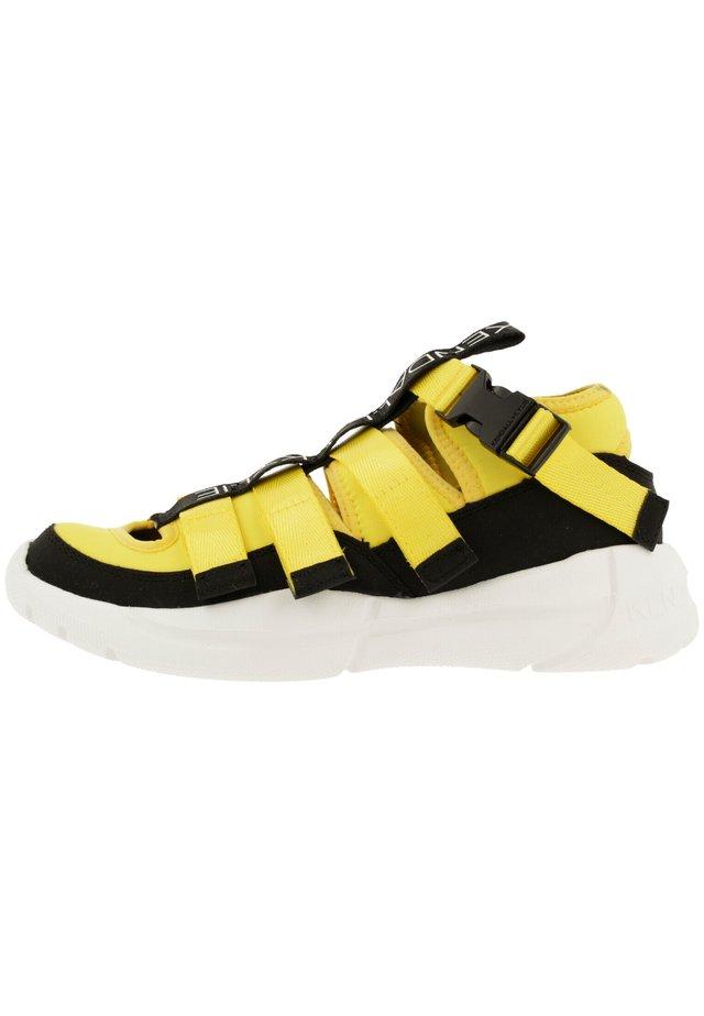 NOVA - Sneakers laag - black-yellow