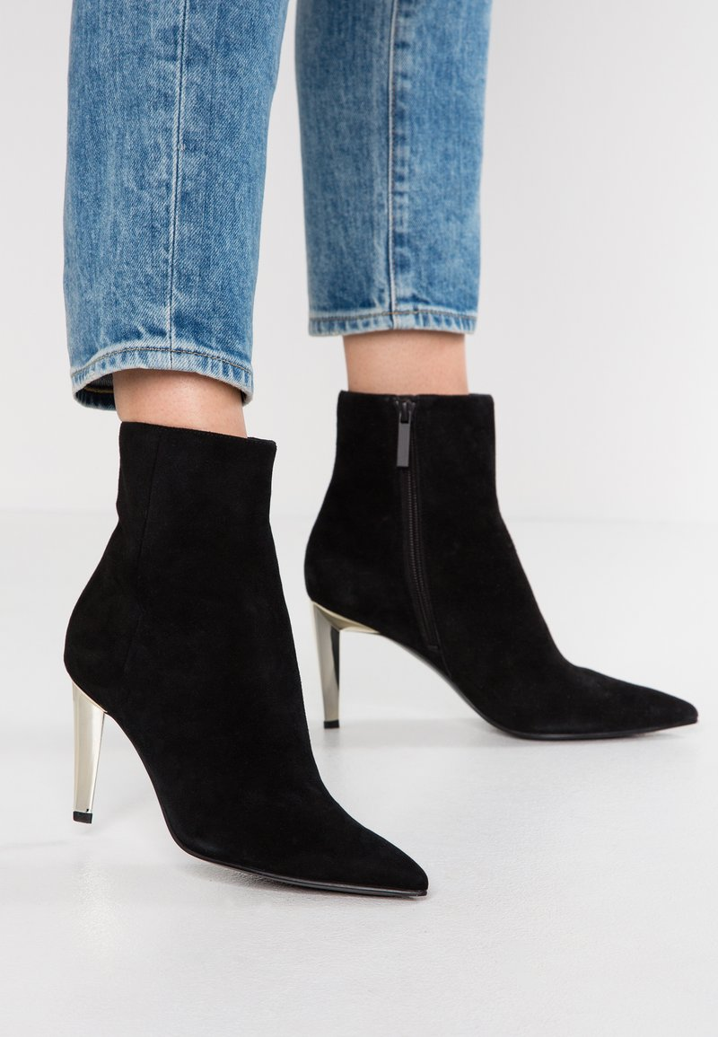 KENDALL + KYLIE - ZOE - Classic ankle boots - black/gold