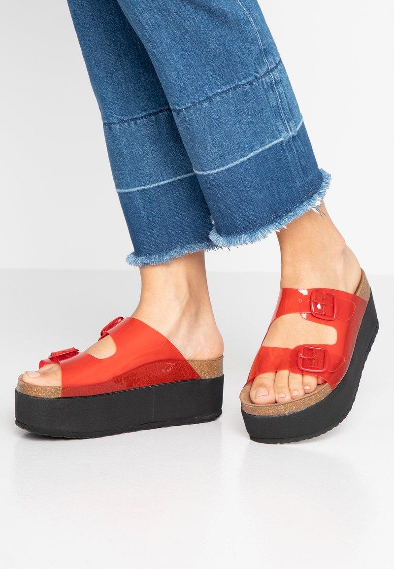 Kaltur - Pantofle na podpatku - red
