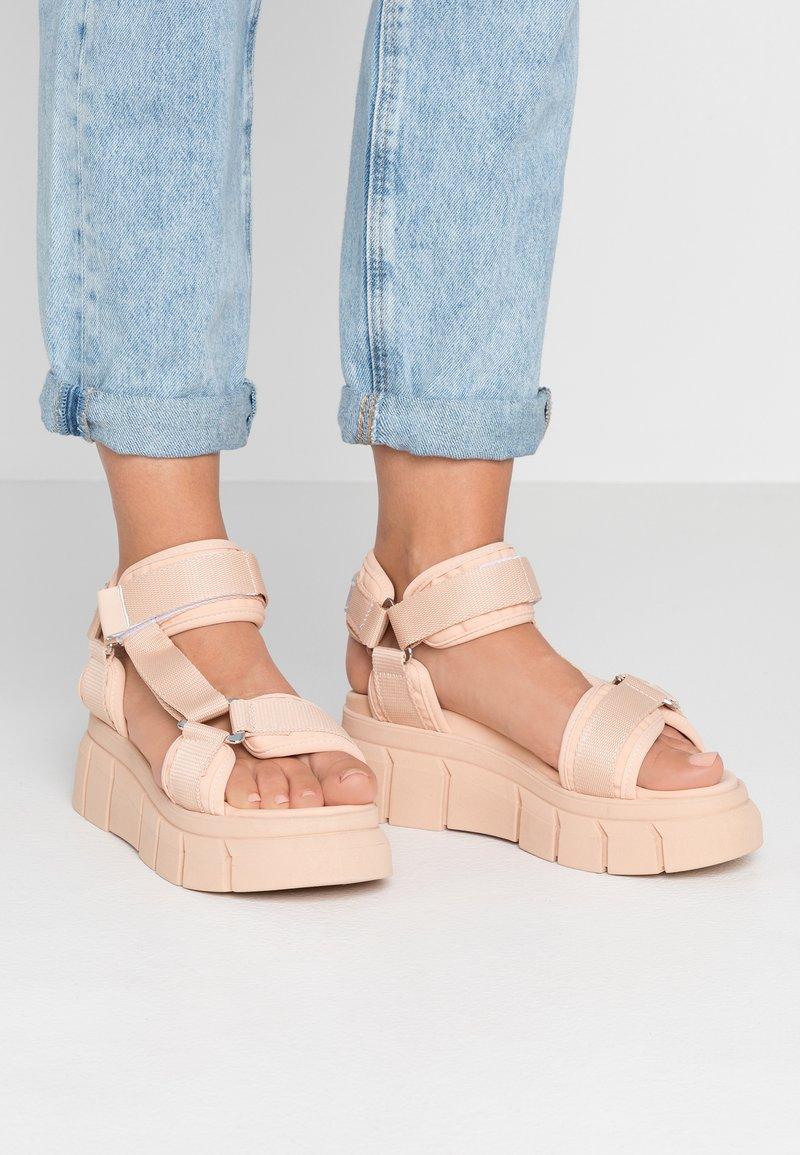 Kaltur - Sandály na platformě - pink