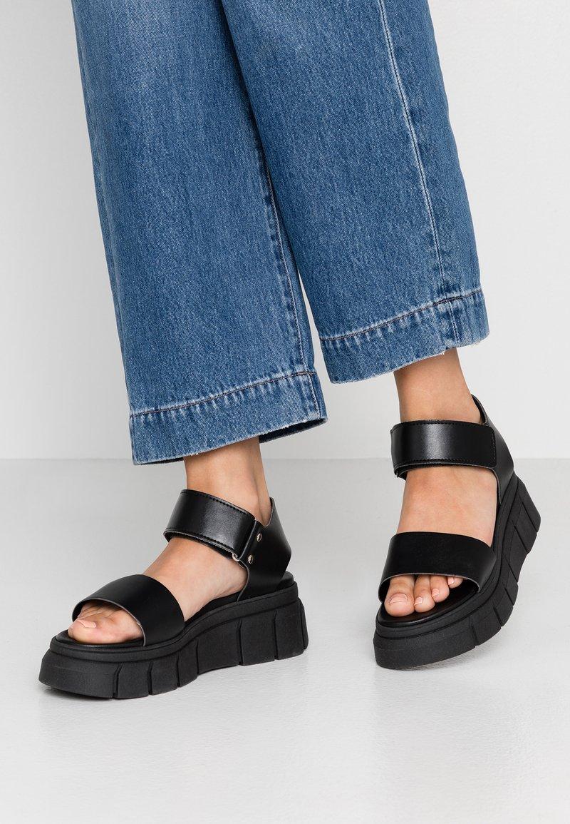 Kaltur - ARGO - Platform sandals - black