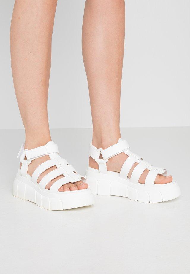 Plateausandalette - white