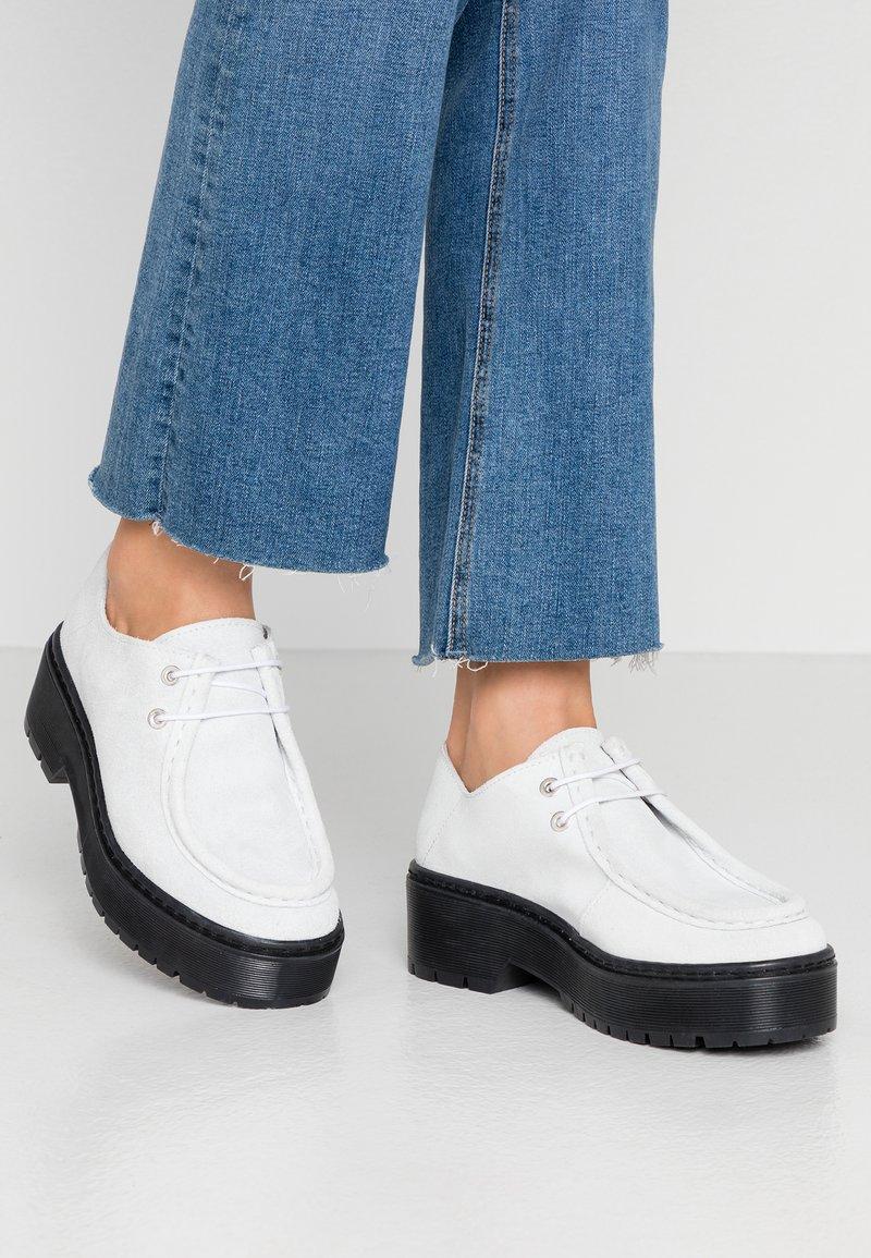 Kaltur - Šněrovací boty - white