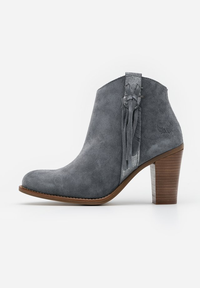 TEXANE - High heeled ankle boots - gris
