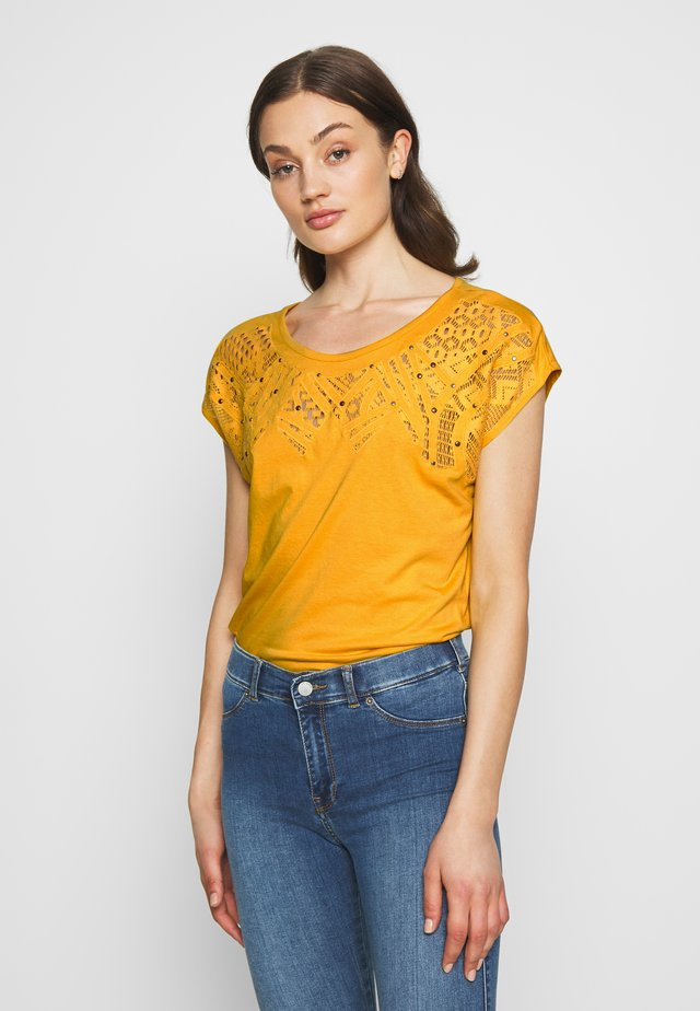 ANAIS - T-shirt med print - curry