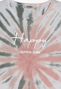 Kaporal - JIOTIE - T-shirt imprimé - nude - 3