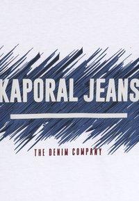Kaporal - EDMUNE - T-shirt imprimé - white - 4