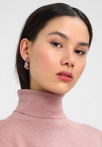 Konplott - PETIT GLAMOUR - Boucles d'oreilles - beige/pink - 1