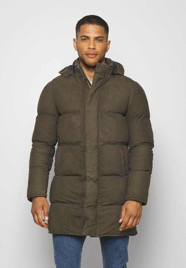 HOT - Kabát zprachového peří - khaki