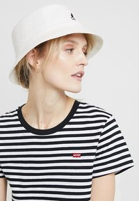 Kangol - BERMUDA BUCKET - Hat - white - 4