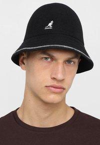 Kangol - STRIPE CASUAL - Hat - black/offwhite - 1
