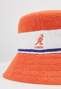 Kangol - BERMUDA STRIPE BUCKET - Klobouk - fiery orange - 6