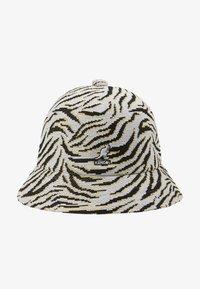 Kangol - CARNIVAL CASUAL - Hat - white/black - 4