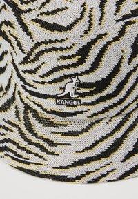 Kangol - CARNIVAL CASUAL - Hat - white/black - 5